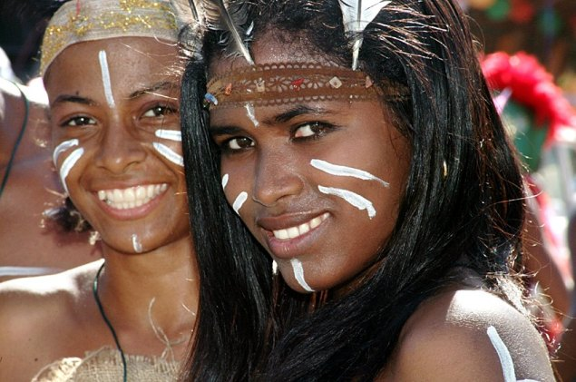 Dominican girls dressed in Taíno costume (Global Panorama/Flickr)