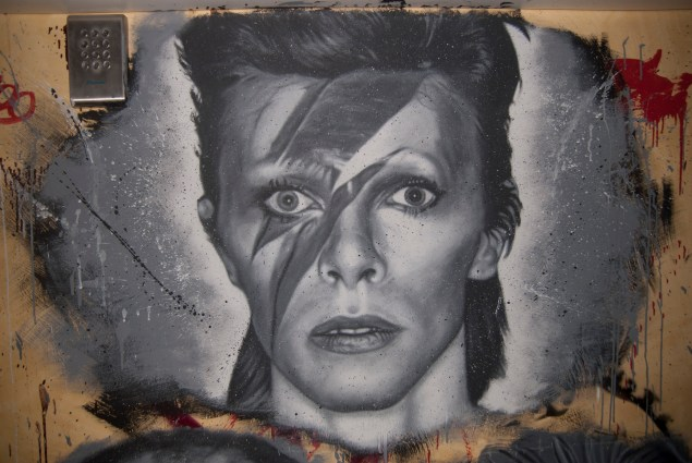 A mural painting of English musician David Bowie in France (thierry ehrmann/Flickr)