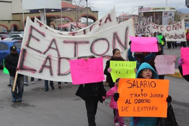Striking workers in Cd. Juárez (Memo Leon)