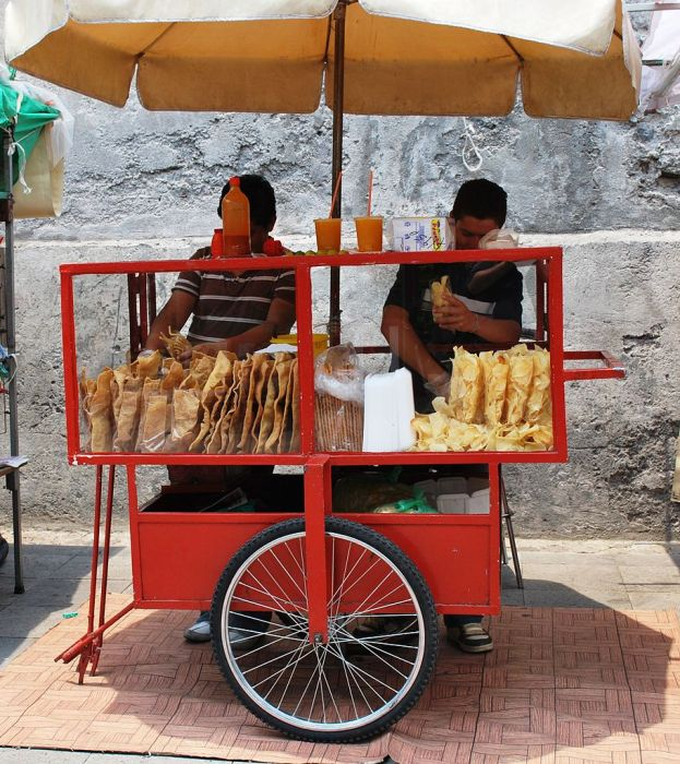 Snack food vendors in Mexico City (Via Thelmadatter)