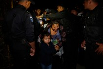 New Caravan of Honduran Migrants Makes First Border Crossing
