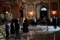 Fans Mourn João Gilberto at Rio de Janeiro Funeral
