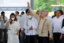 Mexico President Shuns Virus Test Despite Infected Contact
