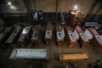 Chileans Mass Produce Caskets to Deal With COVID Onslaught