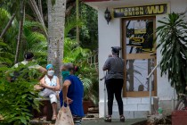 Cubans Fret as US Sanctions Threaten Western Union Closures