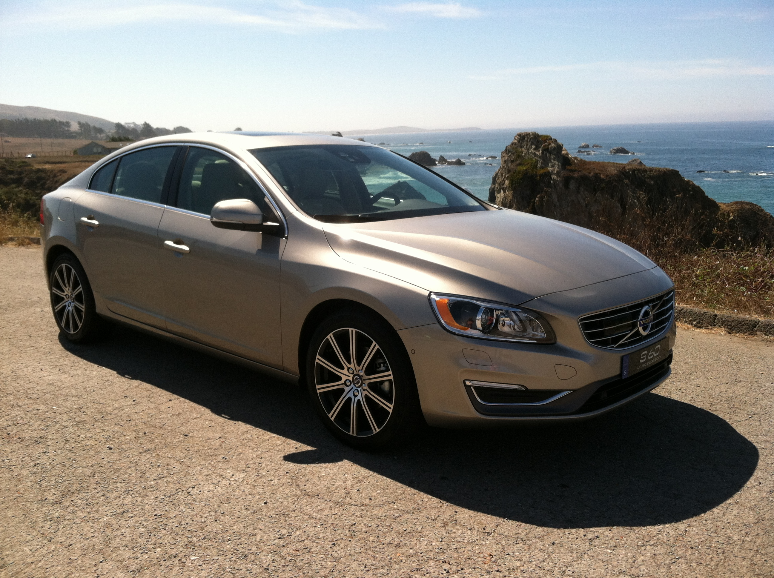 volvo adds inches and capability to the 2016 s60 lineup latino traffic report. Black Bedroom Furniture Sets. Home Design Ideas