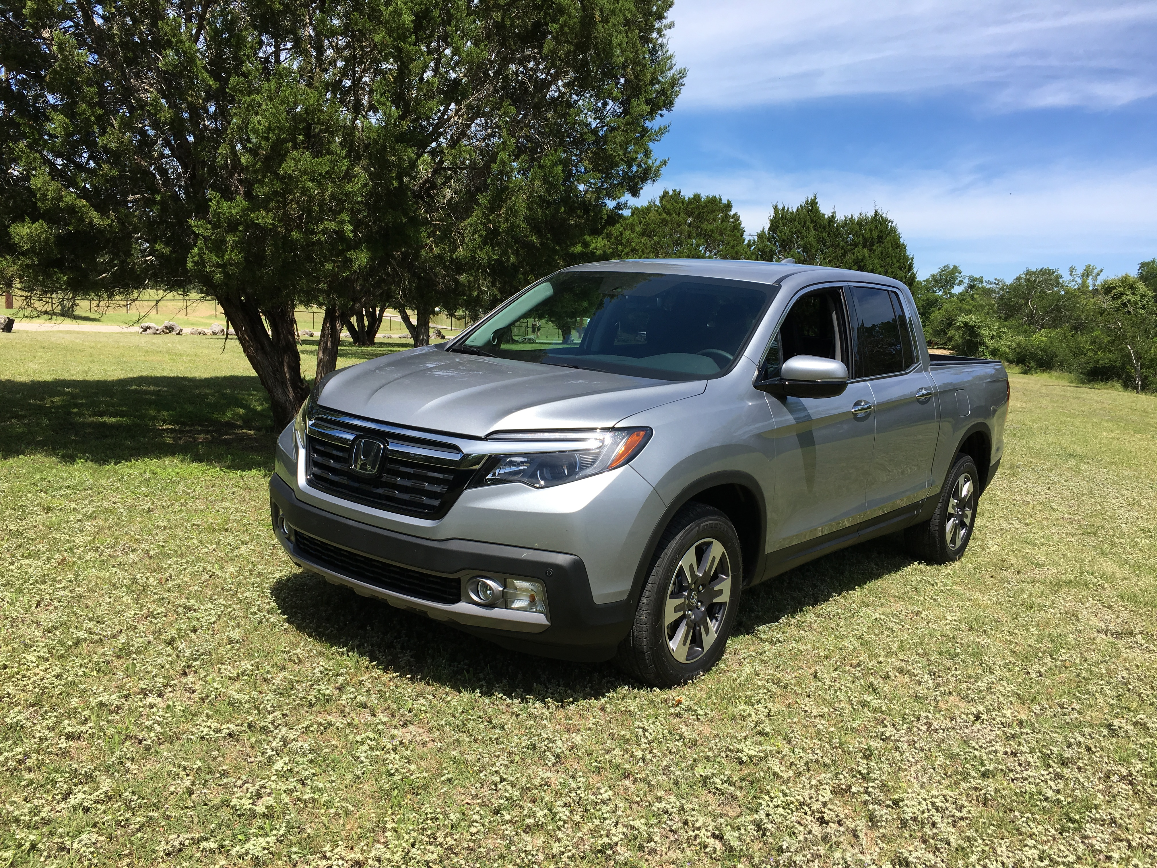black review up ridgeline edition awd car pick magazine honda hr truck by reviews