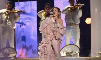 Jennifer Lopez fez um tributo a Selena nos Prêmios Billboard da Música Latina