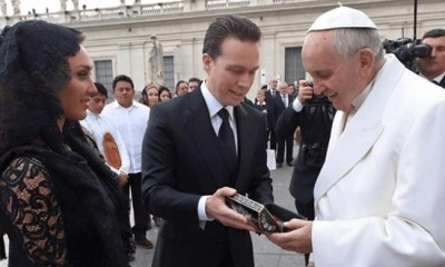 Anahi encontrou o Papa Francisco no Vaticano