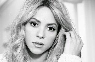 Shakira é atacada nas redes sociais por unhas mal cuidadas
