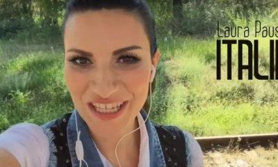 Em Es La Musica, Laura Pausini conta com a participação de fãs de todo o mundo
