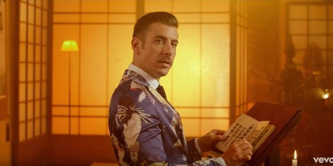 Francesco Gabbani recebe o Vevo Certified por Occidentali's Karma