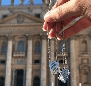 levei o escapulário do meu pai para ser abençoado no Vaticano