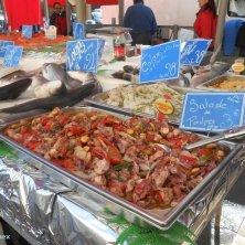 Piatti di pesce pronti al mercato Liberation