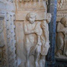 barbari e saraceni nel portale cattedrale Trogir