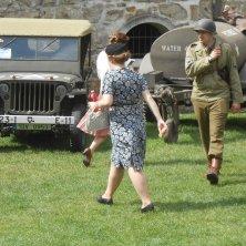 ragazze in abiti anni 40