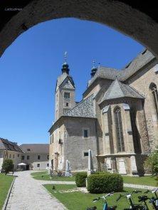 cattedrale Maria Saal vista dall'entrata dell'ex ponte levatoio