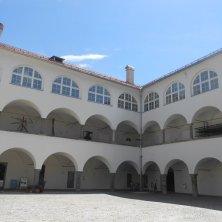 cortile palazzo rinascimentale