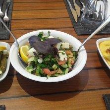 insalata, involtini di vite e crema di lenticchie