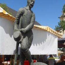 statua venditore