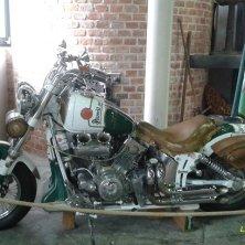 moto con marchio Pilsener