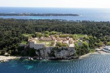 monastero sull'isola