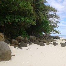 rocce di granito sulla spiaggia di Moyenne