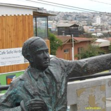 statua Neruda