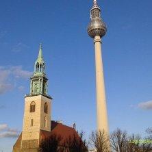 Marienkirche con la torre tv