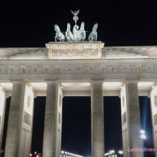 Porta di Brandenburgo di notte
