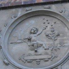 fregio sulla chiesa San Nicola
