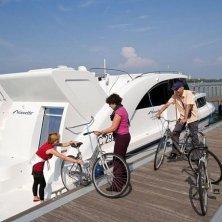 Houseboat Minuetto_bike ©Houseboat