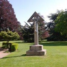 croce nel giardino abbazia
