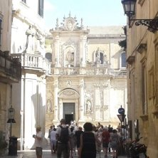 entrando in piazza Duomo