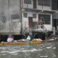 in barca sul fiume