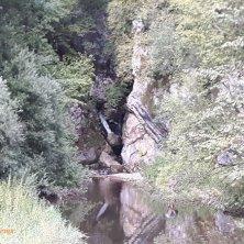 cascata e roccia