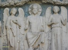 particolare del portale di St André
