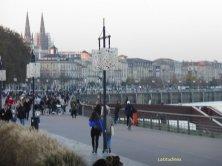 passeggiata lungofiume a Bordeaux