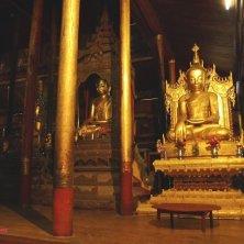 statue d'oro al tempio gatti