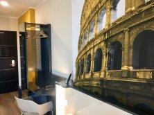 B&B Hotel Roma Fiumicino_parete Colosseo