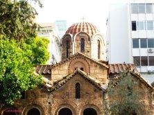 chiesa ortodossa in mezzo strada shopping