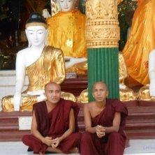monaci alla pagoda