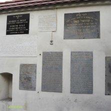 muro con targhe alla sinagoga