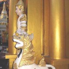 statue alla Shwedagon Pagoda