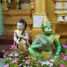 statuette alla Shwedagon