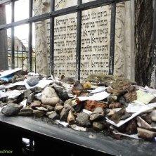sulla tomba del rabbino Remuh
