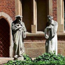 statue all'Università