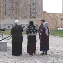 uzbeke in visita alla moschea