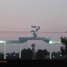 cicogne sull'arco a Tashkent