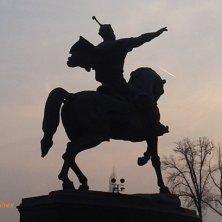 statua di Tamerlano al tramonto